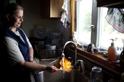 Effects of fracking appear in homes at water tap